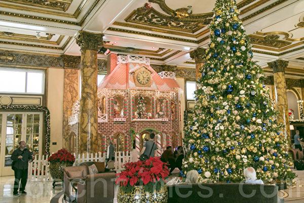 旧金山费尔蒙酒店的巨型姜饼屋,近日开始向公众开放。(曹景哲/大纪元)
