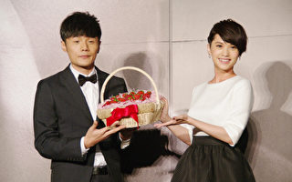 杨丞琳(右)与李荣浩资料照。(黄宗茂/大纪元)