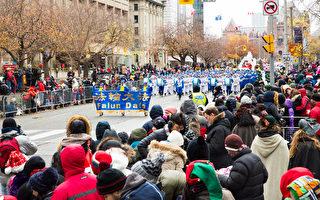 首次参加多伦多圣诞大游行的天国乐团给观众带来了惊喜。(艾文/大纪元)