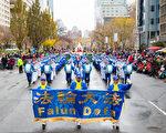 2016年11月20日,多倫多天國樂團首次參加多倫多圣誕大遊行。(艾文/大紀元)