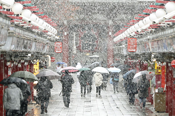 54年首次 日本東京11月降初雪