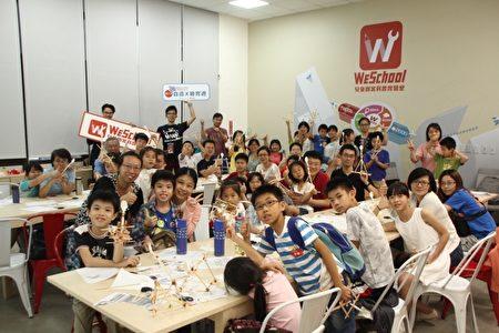 """与教育部合作举办的自造教育周当中之""""投石机""""实作课程,利用竹筷及橡皮筋制作投石机,同时教育孩子结构力学及抛物线的物理观念。(维创工坊提供)"""