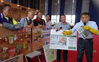 无党籍议员段纬宇(右)列出日本福岛等14县核灾区的农渔牧产品,痛批配合中央政策是没把市民食安当一回事。(黄玉燕/大纪元)