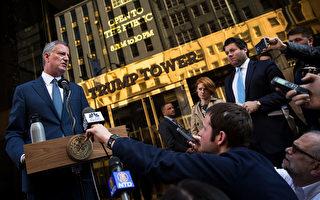 白思豪在川普大廈前介紹和候任總統川普會面的情況。 (Drew Angerer/Getty Images)