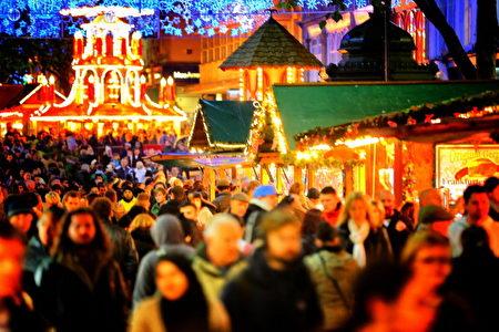 伯明罕的法兰克福圣诞市集,现在已成为英国最大的户外圣诞市集。(Christopher Furlong/Getty Images)