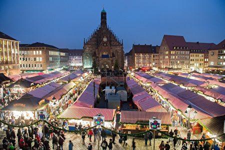 德国纽伦堡旧城区主市场的圣诞市场(Christkindlesmarkt),被认为是德国歷史最悠久、规模最大的传统圣诞市集。(Timm Schamberger/Anadolu Agency/Getty Images)