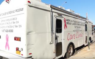 开进社区,为民众做免费乳癌筛检的移动诊所。 (唐诚/大纪元)