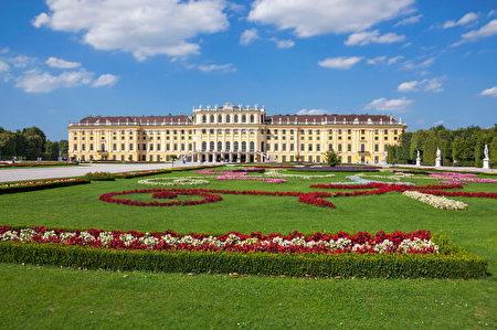 美泉宫(Schonbrunn Palace)是座落在奥地利首都维也纳西南部的巴洛克艺术建筑,是维也纳最负盛名的旅游景点。(Francisco Andrade / Getty Images)