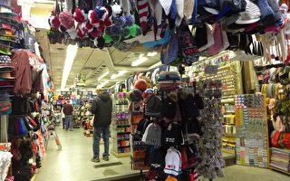 黑色星期五,华埠小商铺的客流量明显减少。 (蔡溶/大纪元)