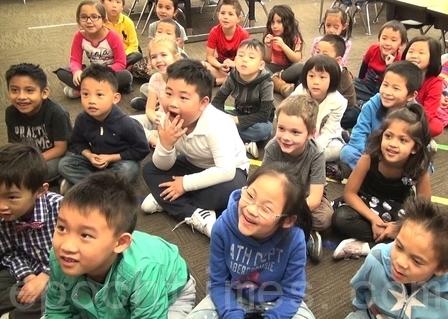亚凯迪亚联合学区Holly小学幼儿园的孩子们。(薛文/大纪元)