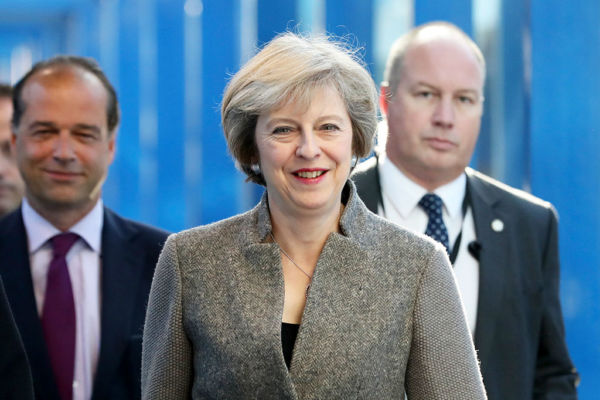 英国首相:信仰给我信心做正确的...