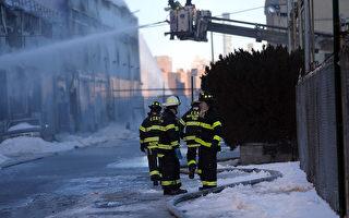 CitiStorage被六级大火烧毁以后,留下一块价值可观的地块。 (Spencer Platt/Getty Images)