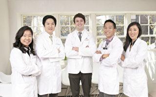 紐約曼哈頓Upper East Smile診所的醫生團隊。他們是正畸牙科醫生Dr. Jessie Choi(左一),診所創立人、牙周病專科醫生Dr. Brian Chung(左二),美容牙科和家庭牙科醫師Dr. Hunter Smart(中間)和Dr. Benjamin W. Hsu(右二),兒童牙科醫生Dr. Jennifer Chon(右一)。(張學慧/大紀元)