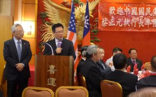 蔡正元在19日晚华埠举行的欢迎餐会上,向党员报告洪习会取得的成果。 (蔡溶/大纪元)