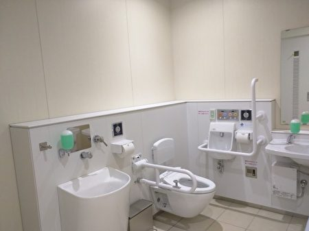 日本一些供老年人或殘疾人使用的廁所,設備最為齊全。(網絡圖片)