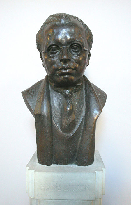 位于德国地方法院的汉斯·里顿Hans Achim Litten半身像(维基百科)