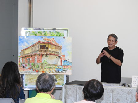 林勋谅老师在美学讲座上,分享他创作《盐水八角楼》的故事。(蔡上海/大纪元)