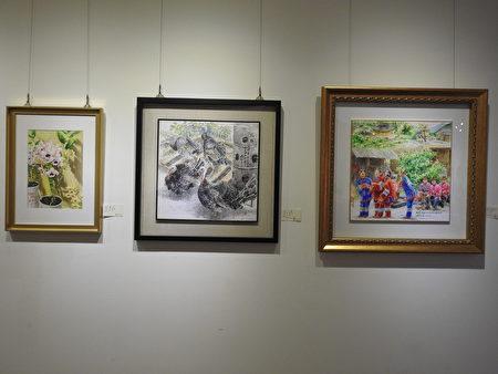 """林勋谅老师参与嘉义县创意美学协会在梅岭美术馆举办""""爱与芬芳美学展""""所展出的作品,包括《歌仔戏》、《火鸡》、《兰花》等作品。(蔡上海/大纪元)"""