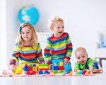 美国进入假日购物季,许多人会送子女或其他小朋友礼物,一个消费者团体近日发布报告,提醒消费者,在网上仍可买到危险玩具。(Fotolia)