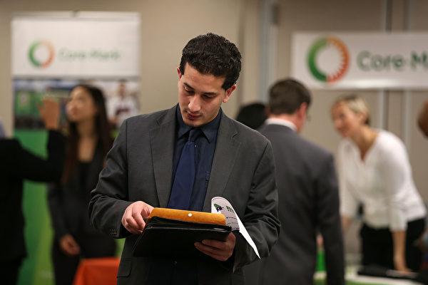 要在职场胜出,除了需要过硬的资历,也需要一份完美的简历。(Justin Sullivan/Getty Images)
