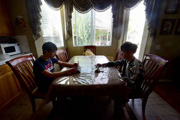 送年幼子女出国留学 中国父母应知的利弊