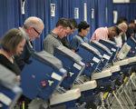 2016年美国大选倒数第5天,截至美东时间11月3 日下午3时,计有五家民调机构公布全国民调结果,以及九家民调公布在七个州的民调结果。(Scott Olson/Getty Images)