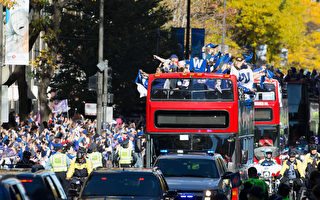 CHICAGO, IL - NOVEMBER 04:  Thousands of Chicago Cubs fans pack Michigan Avenue during the Chicago Cubs 2016 World Series victory parade on November 4, 2016 in Chicago, Illinois. The Cubs won their first World Series championship in 108 years after defeating the Cleveland Indians 8-7 in Game 7.  (Photo by Tasos Katopodis/Getty Images)
