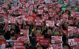 11月5日數萬民眾群聚在首爾市中心要求總統朴槿惠下台。(JONES/AFP/Getty Images)