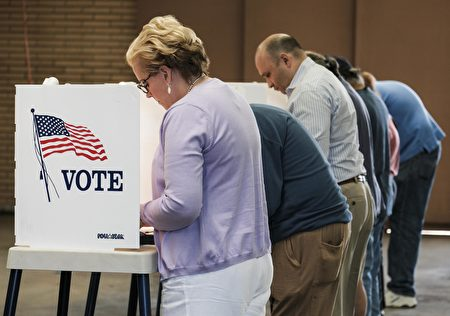 Voters cast their ballots in the US presidential election at a fire station in Alhambra, California, on November 8, 2016. / AFP / RINGO CHIU (Photo credit should read RINGO CHIU/AFP/Getty Images)