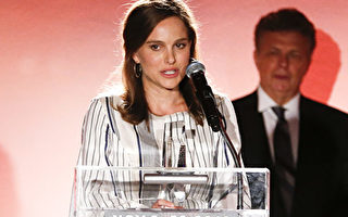 BEVERLY HILLS, CA - NOVEMBER 09:  Actress Natalie Portman speaks on stage as she accepts the 2016 Israel Film Festival Achievement in Film Award at the Israel Film Festival 30th Anniversary Gala Awards Dinner at Regent Beverly Wilshire Hotel on November 9, 2016 in Beverly Hills, California.  (Photo by Rich Polk/Getty Images for Israel Film Festival)