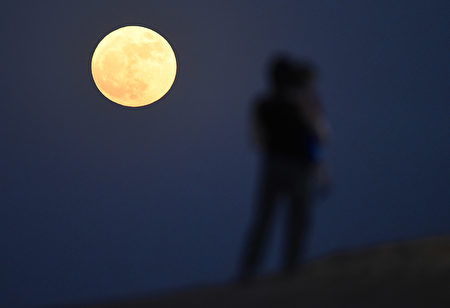 DUBAI, UNITED ARAB EMIRATES - NOVEMBER 14: A 'supermoon' is pictured rising over the desert in Dubai on November 14, 2016 in Dubai, United Arab Emirates. A Supermoon occurs when the perigee (closest approach by the Moon to Earth) coincides with it being full (completely illuminated by the Sun). This time it will appear 7% larger and 15% brighter than normal. Although the next Supermoon will occur next month, the moon won't be this close to Earth again until November 2034. (Photo by Tom Dulat/Getty Images)