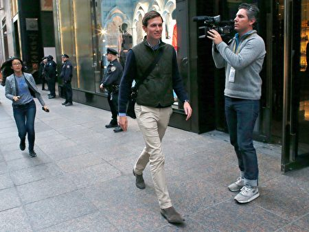 Jared Kushner, son-in-law of US President-elect Donald Trump, leaves from the Trump Tower in New York on November 14, 2016. / AFP / KENA BETANCUR (Photo credit should read KENA BETANCUR/AFP/Getty Images)