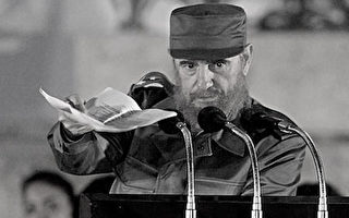 """(FILES): This 03 December 1999 file photo shows Cuban President Fidel Castro in Havana. Ailing Cuban leader Fidel Castro --who stepped aside from the presidency """"temporarily"""" more than 16 months ago after undergoing surgery-- said in a letter read on television 17 December, 2007 that he would not cling to office or obstruct the rise of a new generation of leaders.  (ELECTRONIC IMAGE)  AFP PHOTO/FILES/Adalberto ROQUE (Photo credit should read ADALBERTO ROQUE/AFP/Getty Images)"""
