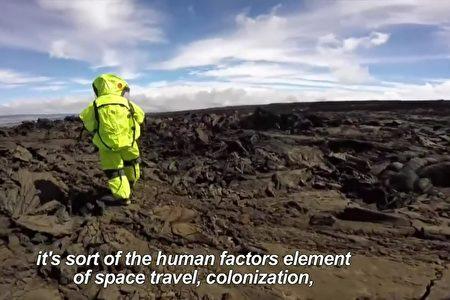 夏威夷莫纳罗亚火山(Mauna Loa)的地貌也与火星相差无几。(AFP视频截图)