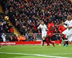 马内(中)梅开二度,助利物浦主场6-1横扫沃特福德。 (Clive Brunskill/Getty Images)