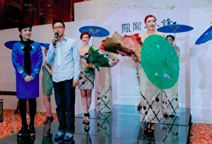 金明鋒在2013年時裝發佈會上。(金明鋒提供)