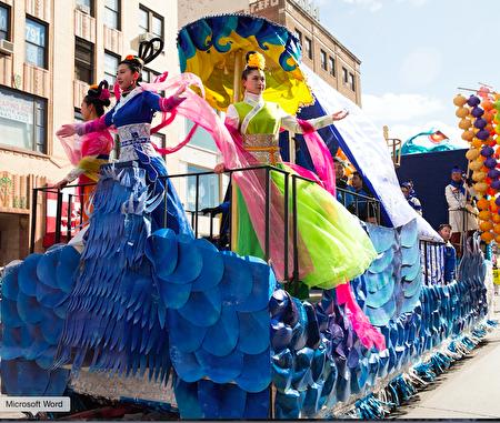 金明鋒為紐約法輪功學員設計和製作的寶藍花車。