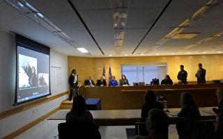 一名法官利用Skype网络视频系统,示范如何聆讯一起家庭暴力案件。 (蔡溶/大纪元)