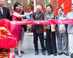 第二代接班人邝瑛瑛(左二,红衣者)与夫婿和老店主程氏夫妇,昨天在百老汇大道395号主持剪彩仪式。 (珠江百货提供)