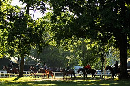 以温泉和赛马著称的纽约州萨拉托加泉市。(Al Bello:Getty Images.jpg)