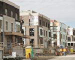 多倫多獨立屋房價太高,建商增加修建房價相對便宜的半獨立屋和鎮屋。(加通社)