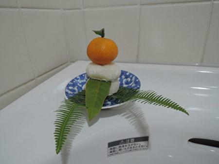 不少人家過年時都要在廁所裡祭神。(網絡圖片)