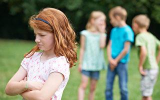 当发现自己的孩子欺凌他人,父母需要介入。在帮助孩子学会关怀和尊重别人的过程中,父母起着重要的作用。这是改变欺凌行为极其关键的一步。(fotolia)