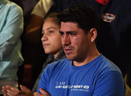 两年前,在洛杉矶,无证移民在获知奥巴马总统的达卡行政令后,泪流满面,接下来他们又将何去何从(Getty Images)