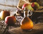 採用水果(如蘋果)發酵製成的蘋果醋更適合食用。(mythja/shutterstock)