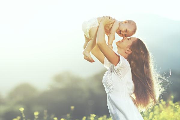 感恩会激励施予,这又会激发更多感恩、更多奉献。这样的循环,让人更善良、更快乐;这样的人们,让世界更美好。(Evgeny Atamanenko/Shutterstock)