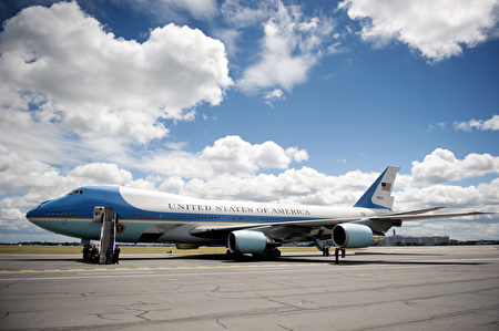 川普私人飛機vs空軍一號 何者較吸引人? | 總統