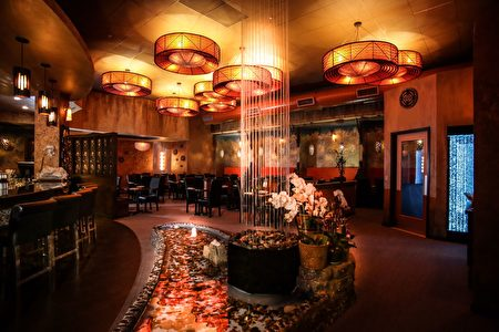 """店面的设计注重阴阳调和,并加入中国的""""五行""""元素,许多装饰材料是直接从泰国进口到美国的。(受访人提供)"""