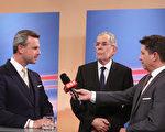 2016年12月4日奥地利举行总统大选,前绿党党魁范德贝伦(中)胜出。竞选对手为右翼自由党霍费尔(左)。图为竞选期间两人在媒体中露面。(Alex Domanski/Getty Images)