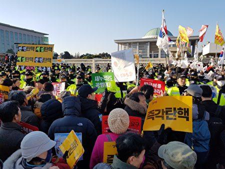 韓國會234票通過彈劾 朴槿惠職權即刻中止 | 朴槿惠停職 | 親信干政 | 閨密門